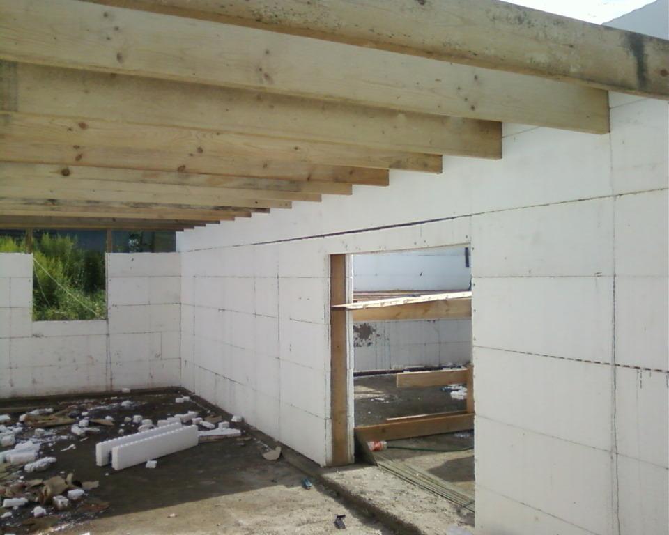 Потолок в доме из пеноблоков